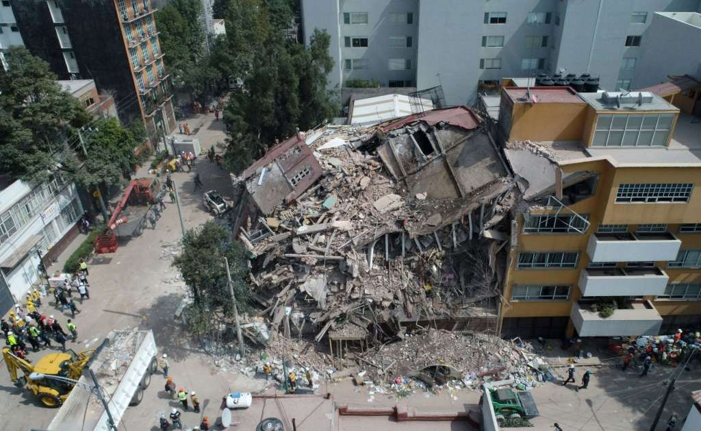 Mexico earthquake: Death toll rises to 273 as search for survivors goes on